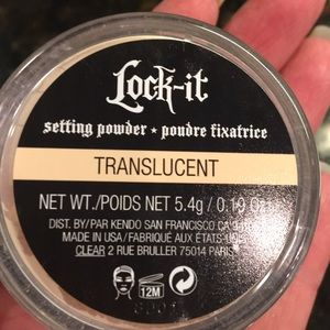 Kat Von D Lock it setting powder in translucent